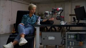 Dünyada Bir İlk: 5G ve Robotik Kol ile Uzaktan Dövme Yapıldı 1