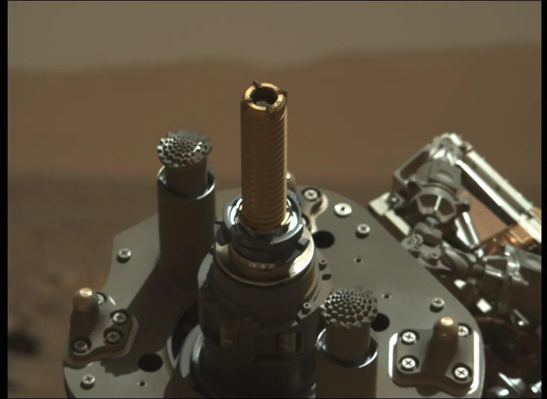 NASA'nın Perseverance Gezicisi Nihayet İlk Mars Kaya Örneğini Aldı! 4