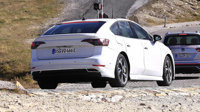 Volkswagen'in Elektrikli Sedanı İlk Kez Görüntülendi! 4